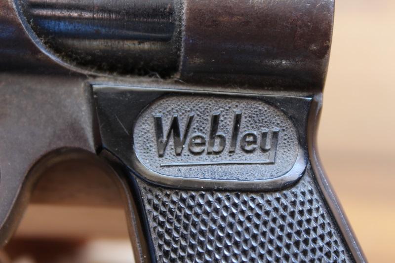 4_WEBLEY 1061