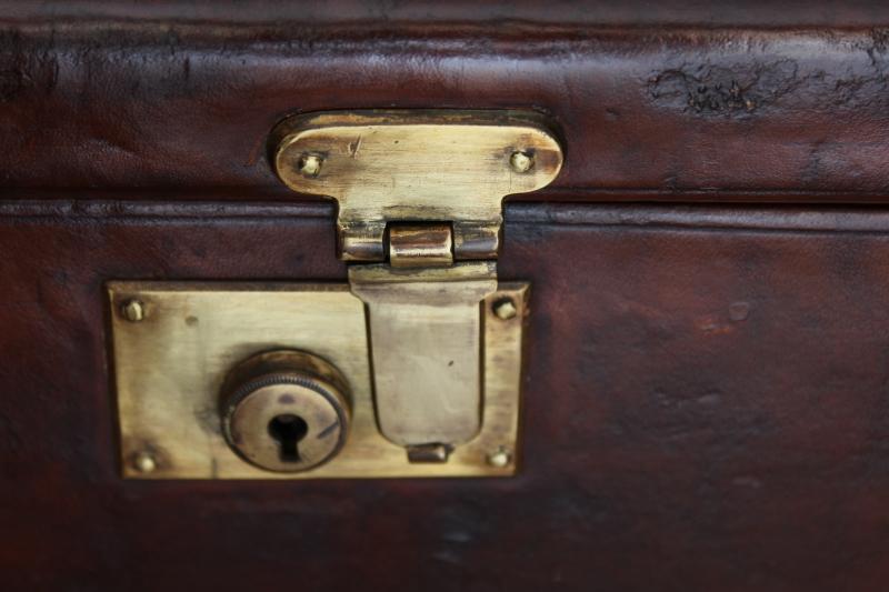 5_Δερμάτινη βαλίτσα για ζευγάρι δίκαννων κωδ.8